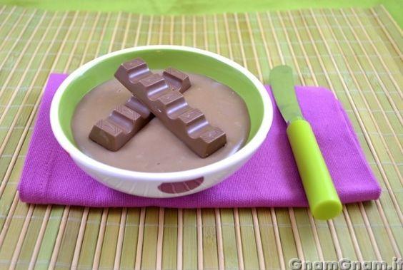 Crema kinder -  La crema kinder è una ricetta che mi è venuta fuori casualmente, per farcire una crosata nata per rimediare ad un pasticcio che avevo combinato. Si tratta di una crema di latte, poco zuccherata, alla quale ho aggiungo le barrette kinder; potete utilizzare questa ricettina per farcire torte, decorare cheesecake o anche da mangiare [...]