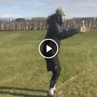 Ele tentou mostrar um novo truque que aprendeu