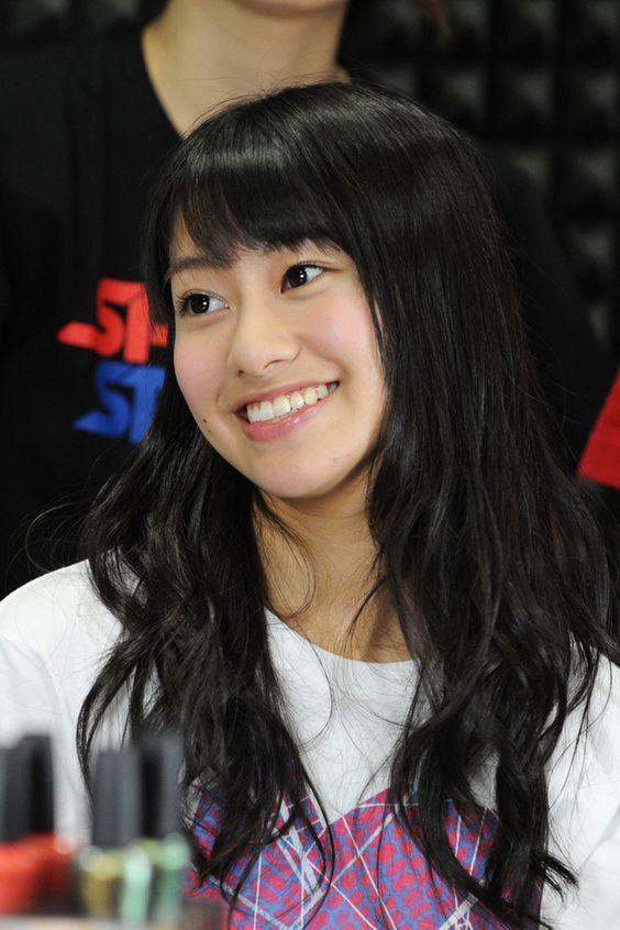 笑顔でトークをする桜井玲香のかわいい画像