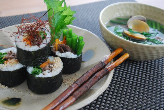 sushi roll with clam soup : COOKING ROOM 401  http://cookingroom401.blogspot.com/