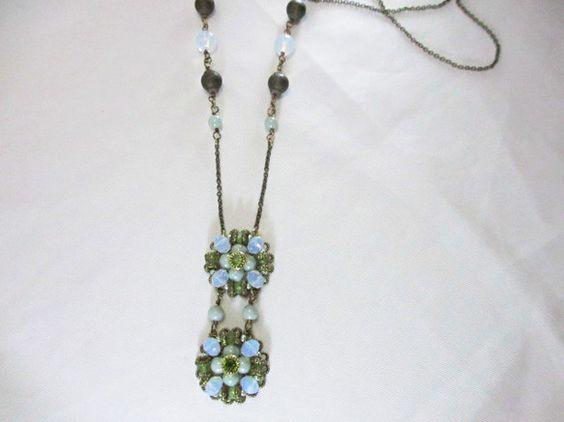 長さ 約 50 cm緑の色合いの落ち着いた雰囲気がとても大人っぽいネックレスですhttp://www.creema.jp/exhibits/show/id/4...|ハンドメイド、手作り、手仕事品の通販・販売・購入ならCreema。