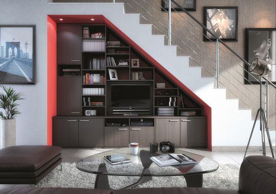 Cet ensemble sans fond est ajust sous l 39 escalier et s - Escalier avec rangement integre ...