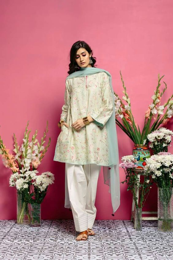 Stitching Styles Of Pakistani Dresses White floral Kurta