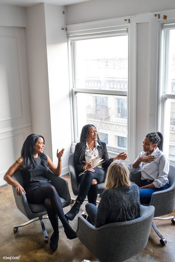 Happy businesswomen having a meeting in the office | premium image by rawpixel.com / McKinsey