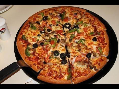 أسهل طريقه لعمل البيتزا في المنزل Pizza Hut Vegetable Pizza Food Pizza