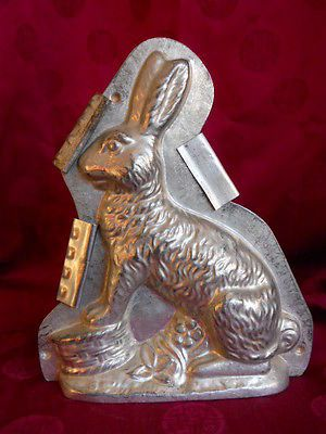 Antique-Chocolate-Mold-by-Weygandt-Bunny-Rabbit-Paws-on-Drum-24031-Germany