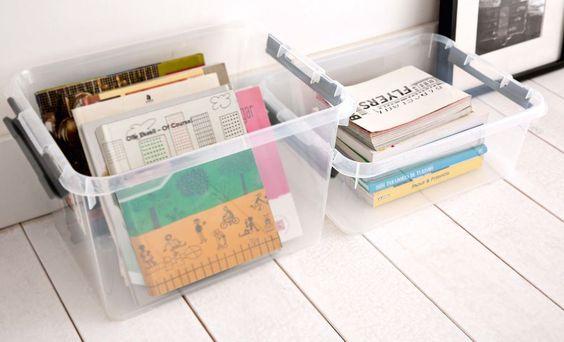 Si quieres encontrar rápidamente lo que buscas, nada mejor que utilizar cajas transparentes de almacenaje. Son livianas, fáciles de limpiar y muy resistentes.: