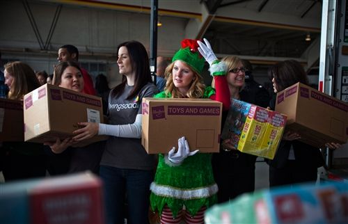 From Santa to Sandy, St. Nick's helpers send toys to children affected by storm (Jim Lo Scalzo / EPA)