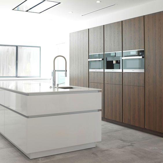 Moderne Keuken Greeploos : Wildhagen strakke moderne keuken met houten ...