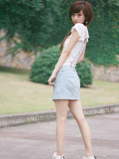 街拍日本女生校裙 再短也不怕走光_网易校园