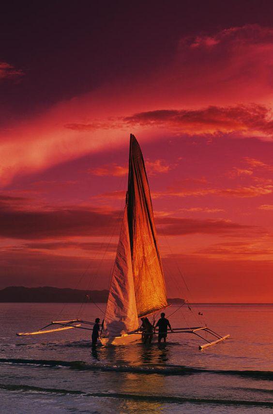 ✮ Sailing at Boracay Island, the Philippines