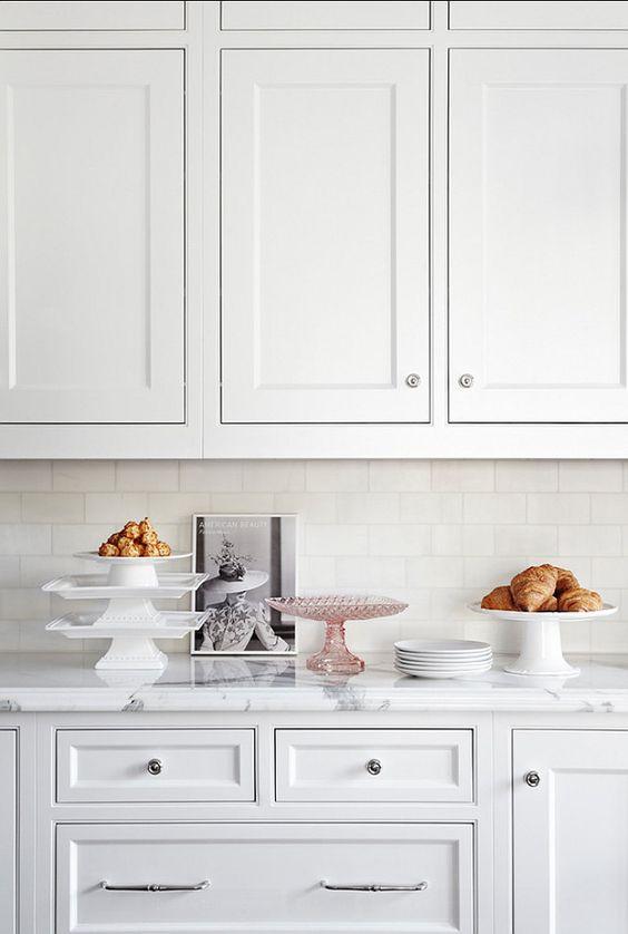 Clean white kitchen | Cool Kitchens | Pinterest | Salpicaduras de ...