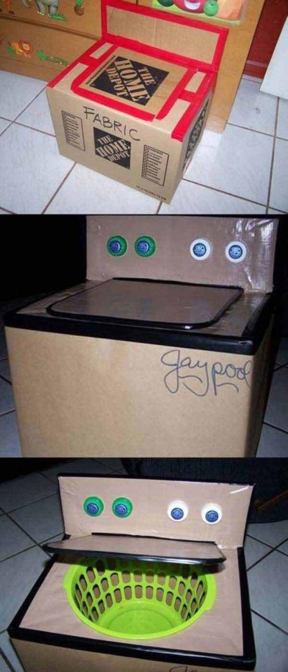 Com caixas de papelão as crianças podem construir um mundo: castelos, cidades, armaduras de guerreiros, naves espaciais, foguetes.: