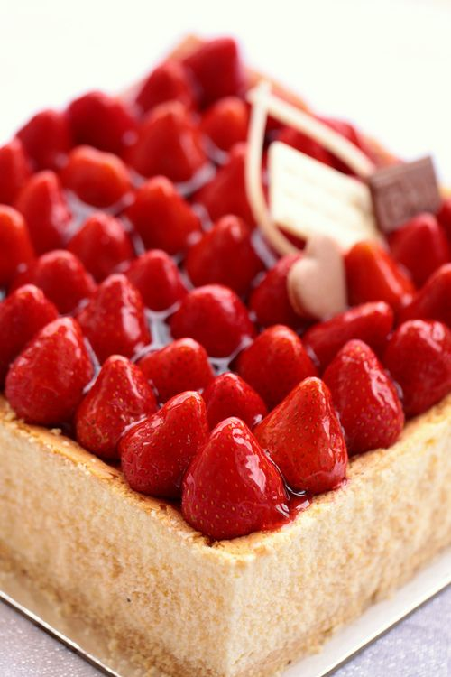 thecakebar:    strawberry cheesecake!!! …wowsa :O