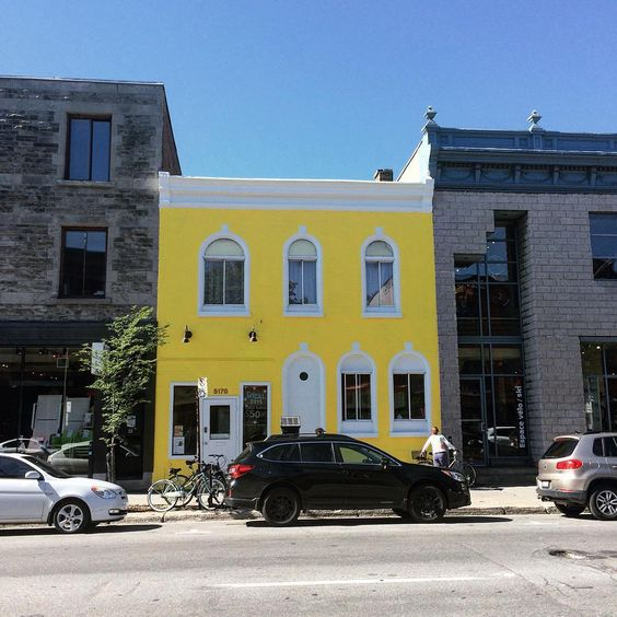 Hello Montreal ! #yellow #urban #house