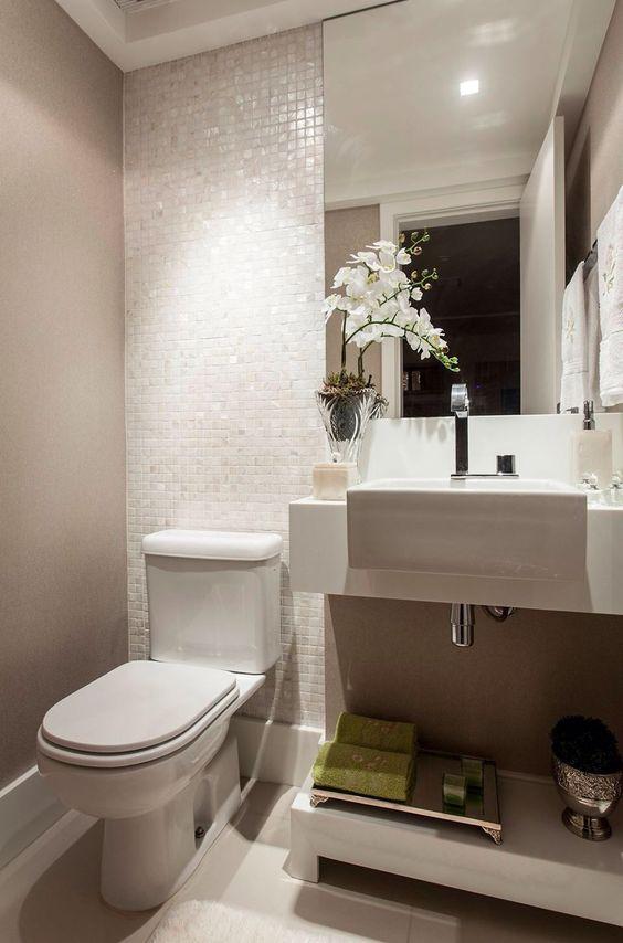 Lavabos modernos  Cuba, Mosaic bathroom and Iridescent tile -> Banheiro Planejado Pequeno