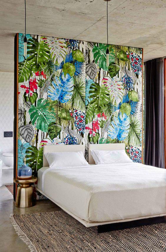 Cabecero de cama con pintura tropical: