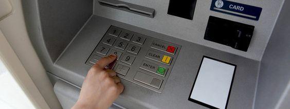 Sacar dinero de un cajero de otra entidad, un 79% más caro en España
