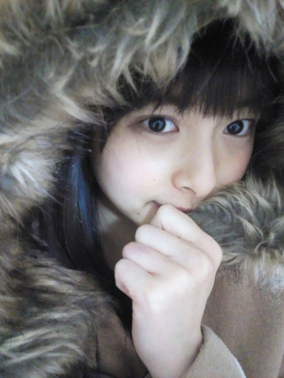 ふわふわのコートを着てる相葉香凛の可愛い画像
