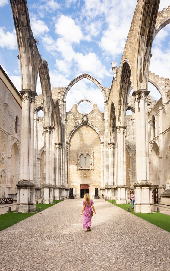 Visit the Carmo Convent in Lisbon, Portugal plus 29 other incredible things to do in Lisbon. - By Wandering Wheatleys (@wanderingwheatleys) #CarmoConvent #Lisbon #Lisboa #Portugal #Travel #TravelPhotography #WanderingWheatleys