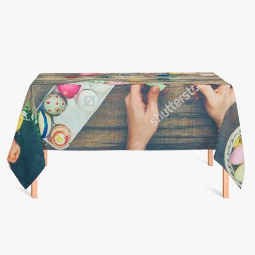 Tafelkleed Paaseitjes schilderen | Fleur je keuken op met dit weerbestendige tafelkleed bestaande uit geweven linnen met PVC.   #tafelkleed #keukentextiel #keuken #kleed #pvc #print #opdruk #tafel #weerbestendig #pasen #paaseitjes #paaseieren #eieren #schilderen #diy #knutselen #gezellig