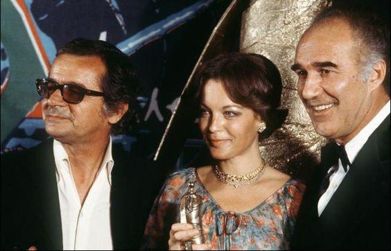 Serge Reggiani, Romy Schneider et Michel Piccoli, posent lors de la toute première cérémonie des César en 1976, à Paris. | AFP