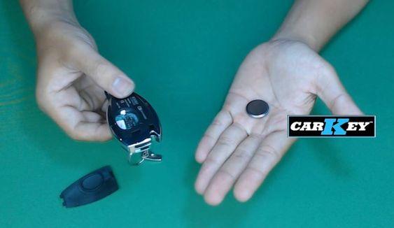 hướng dẫn thay pin chìa khóa xe hơi mer
