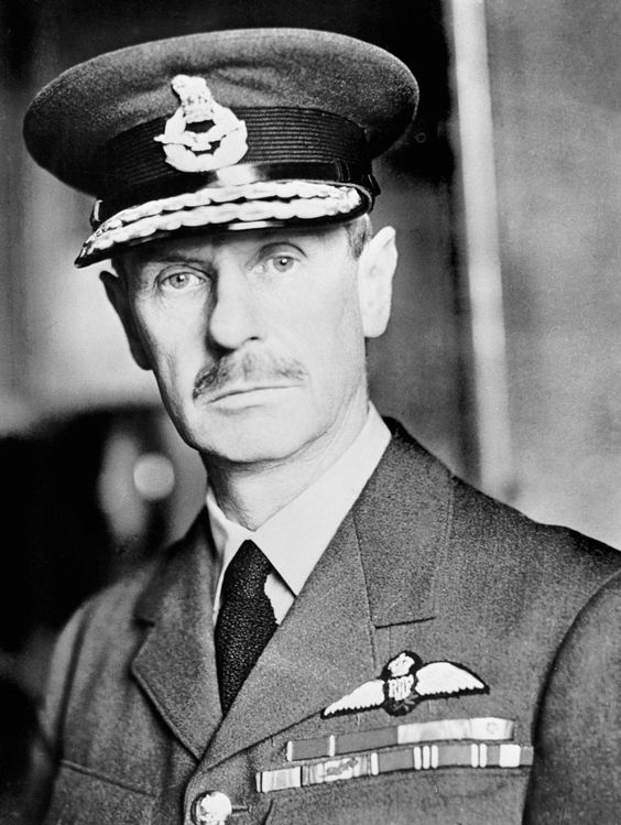 An English Officer in the RAF. Image via Pinterest.