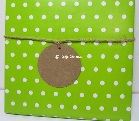 Geschenkanhänger - Geschenkanhänger Tag Kraftpapier rund 5cm - ein Designerstück von kuenstlerei bei DaWanda