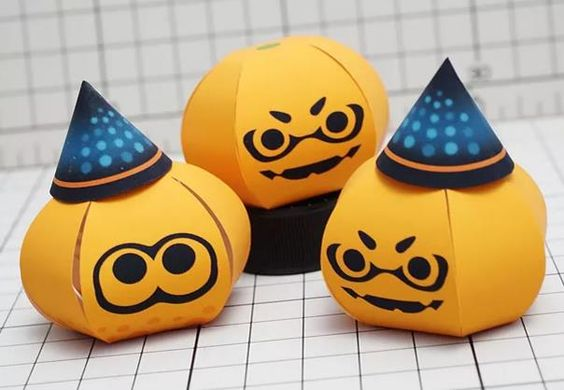 This paper toy of a Haloween Pumpkin  was created by Japanese designer Muumin , inspired on Splatoon , a third-person shooter videogame  d...
