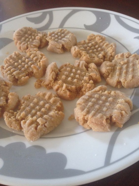 Super yummy peanut butter cookies!! Flour, sugar, eggs, vanilla extract, and of course peanut butter!!☺️
