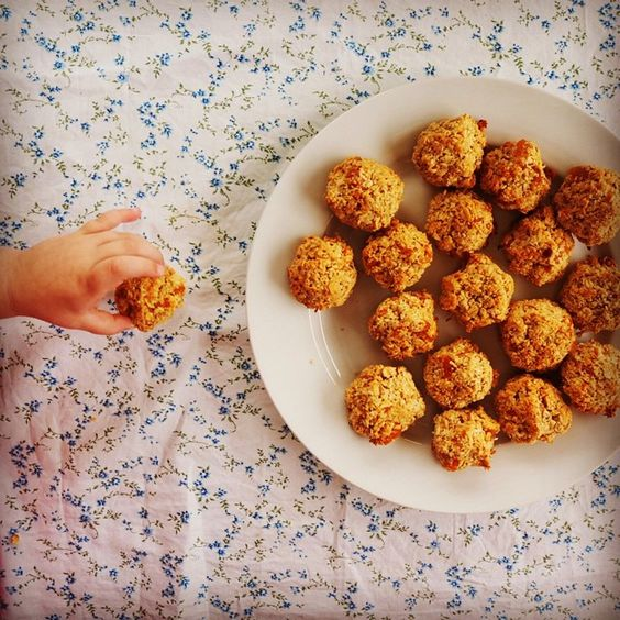Today we shared our recipe for these gorgeously golden apricot coconut breakfast cookies. Along with a little fresh fruit these babies make the perfect baby led weaning breakfast or lunch box snack. Find the easy peasy recipe here: mylovelylittlelunchbox.com #mylovelylittlelunchbox #babyledweaning #blw