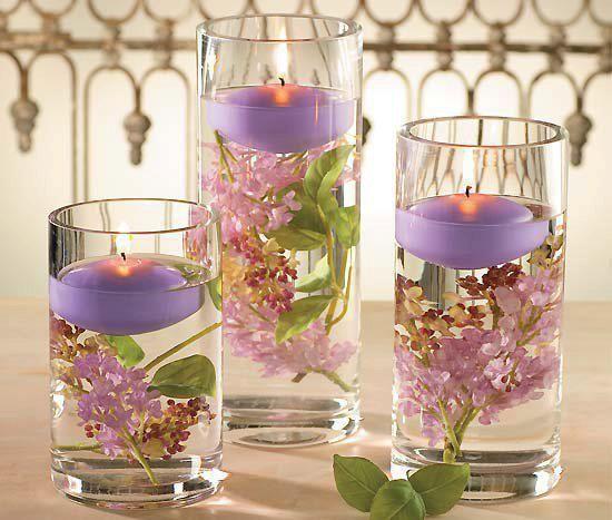 Velas flotantes en cilindros de vidrio con flores frescas - Arreglos con velas ...