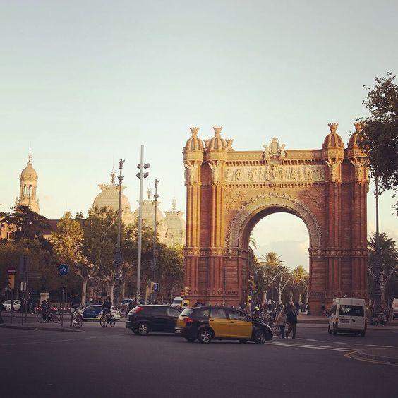 Однако в Барселоне еще больше прекрасных архитектурных сооружений #spain #travel #vacantion #daysoff #barcelona #sangriatrip by september_unicorn
