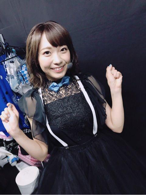 黒い服を着た斉藤朱夏