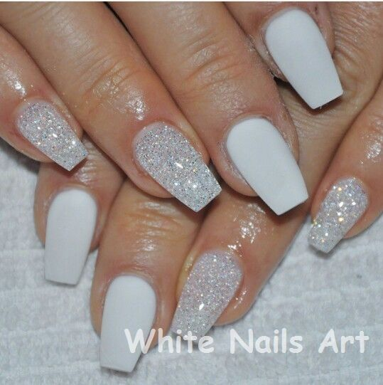 White Nails And Artistic Nail Styles Nails Sparkle Nails White Sparkle Nails Glittery Nails