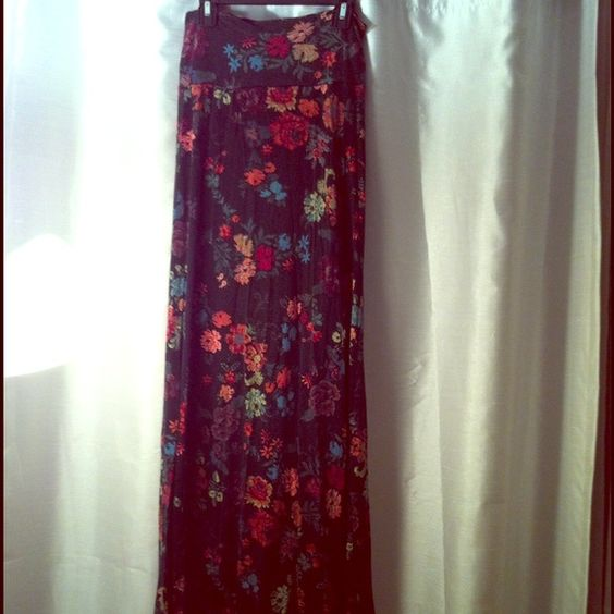 Colorful floral maxi medium stretch Colorful floral maxi medium stretch. Good condition Skirts Maxi