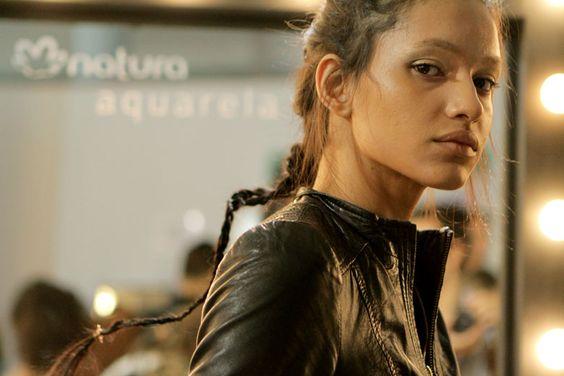 A mulher de Triya é bronzeada e trançada! - Lilian Pacce: