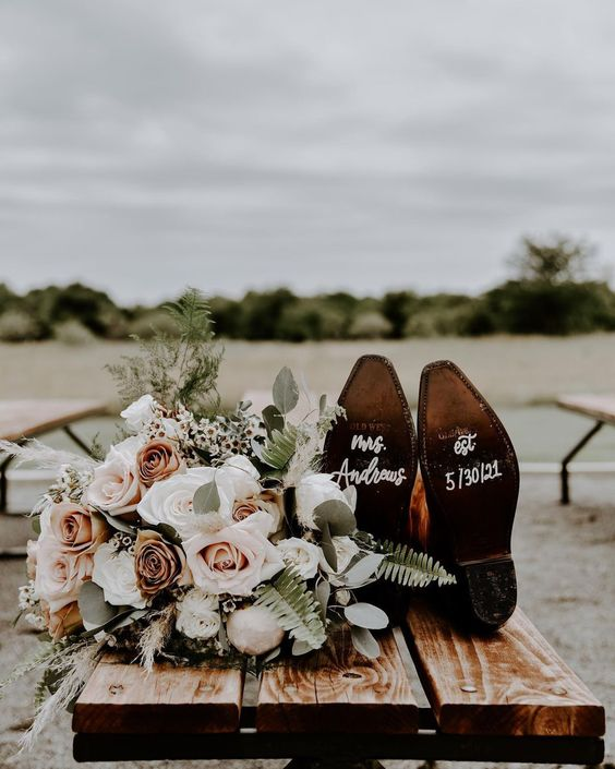 When planning a rustic wedding try to find a location that speaks to what type of wedding you would like to have. Remember there are rustic bohemian weddings, rustic chic weddings, vintage-inspired rustic weddings and more. Are you planning a wedding? Check out rusticweddingchic.com for more inspiration   Photo: @photographybykylee