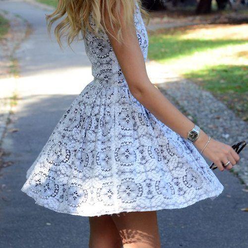Pretty pretty dress.