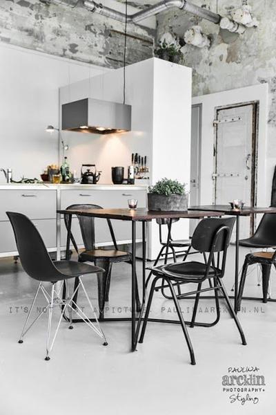 Foto: scandinavisch industrieel interieur eetkamer wit zwart ...