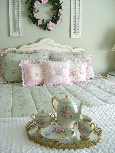 pastel pink and mint green ♥ ♥♥♥ ♔ ♥♥♥ Nice bed and ...