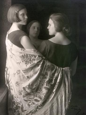 Photographic Print: Marion and Wanda Wulz with Bianca Baldussi by Carlo Wulz : 24x18in