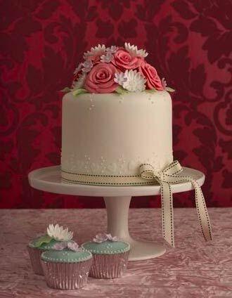 rose-and-daisy-wedding-cake