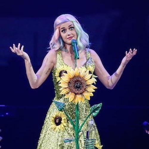 La prima volta delle #star. Katy Perry perse la verginità a 16 anni, in auto, Kate Moss a 14, in vacanza alle Bahamas, Johnny Depp a 13. Mentre Adriana Lima... #sesso