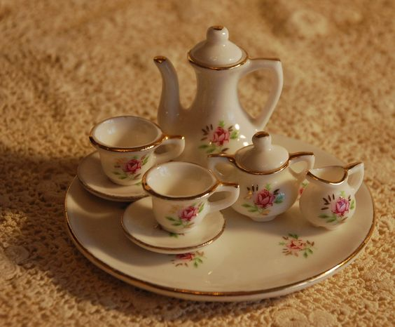 Leaves & Branches: Treasure Chest Thursday - Tiny Tea Time #genealogy #familyhistory
