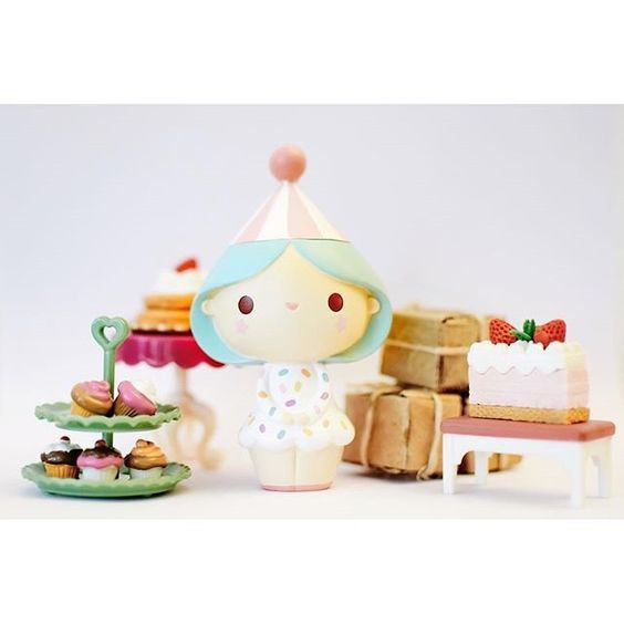 Lovely Birthday Girl photo by @bywonderland  -- Available at www.lovemomiji.com  #momiji #momijidolls #messagedolls #birthdaygirl #lulibunny #bywonderland #kawaii #cute #giftsforgirls #sprinkles #party #partyhat #birthdayparty by lulithebunny