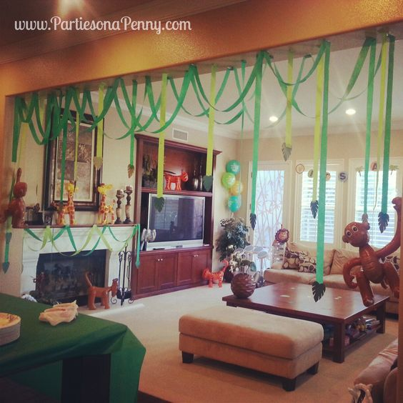 Jungle themed baby shower decorations baby shower ideas pinterest streamers jungles and paper - Decoration baby shower fait maison ...
