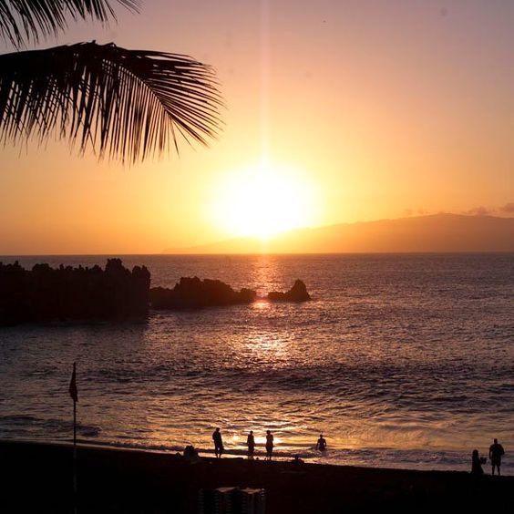 You know our beaches?. Have you ever seen a sunset like this? (I swear I do not have any filter and is real light).    Conoces nuestras Playas?. Has visto alguna vez una puesta de sol así? (te juro que no tiene filtro alguno y es luz real).
