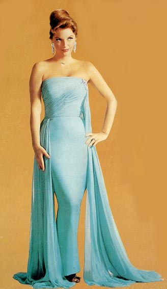 If I could have anything for my 26th birthday wish: a Julie London live performance back then.